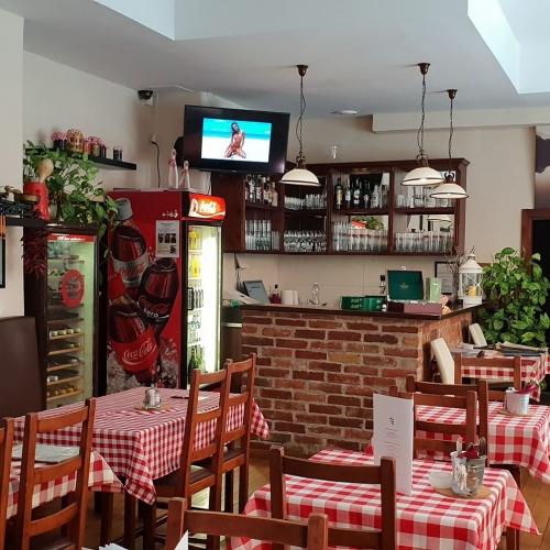 I. kerületben egy 210nm-es klasszikus, családias hangulatú étterem BÉRLETI JOGA ÁTADÓ