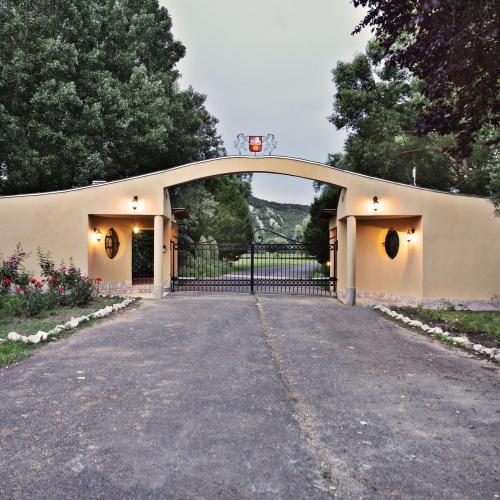 Luxus családi birtok Budapest mellett