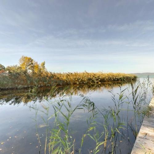 Balatonszárszón építési telek közvetlen vízparttal