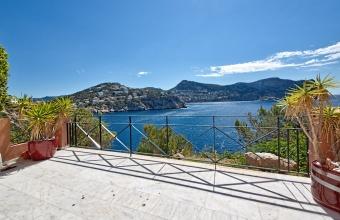 Sea front duplex apartment in La Mola, Mallorca